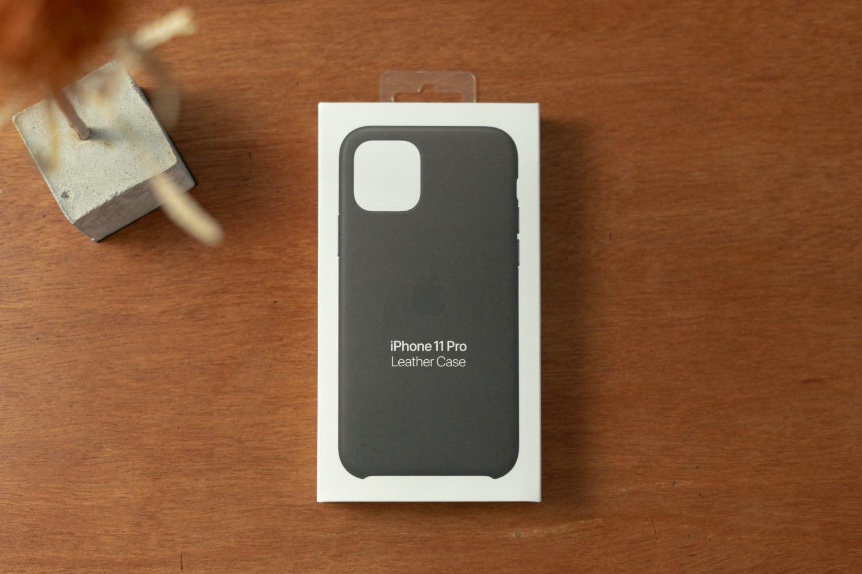 4代目のiPhoneケース。僕は毎回「Apple純正レザーケース」一択。2年使った先代と11Proとの比較も。