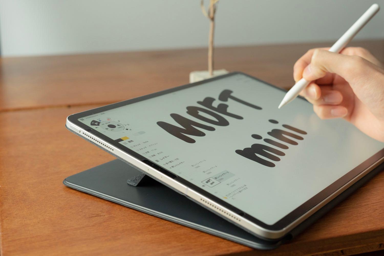 iPadクリエイターのマストアイテム。画面が起き上がるスタンド「MOFT mini」