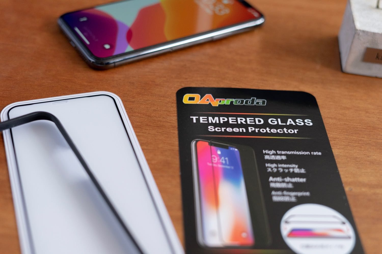 まるで付けていないかのような見た目。iPhone11Pro用「OAproda全面保護ガラスフィルム」