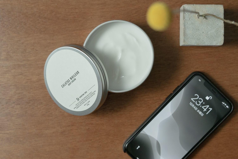 ベタつきの無いハンドクリームCALATAS WHILEAR ボディクリーム St(シューティングツリー)とiPhone