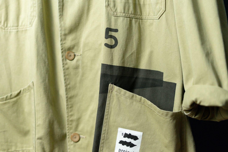 スポークン ワーズ プロジェクトのリメイク企画「sauce」で完成したショップコート。ポケット。