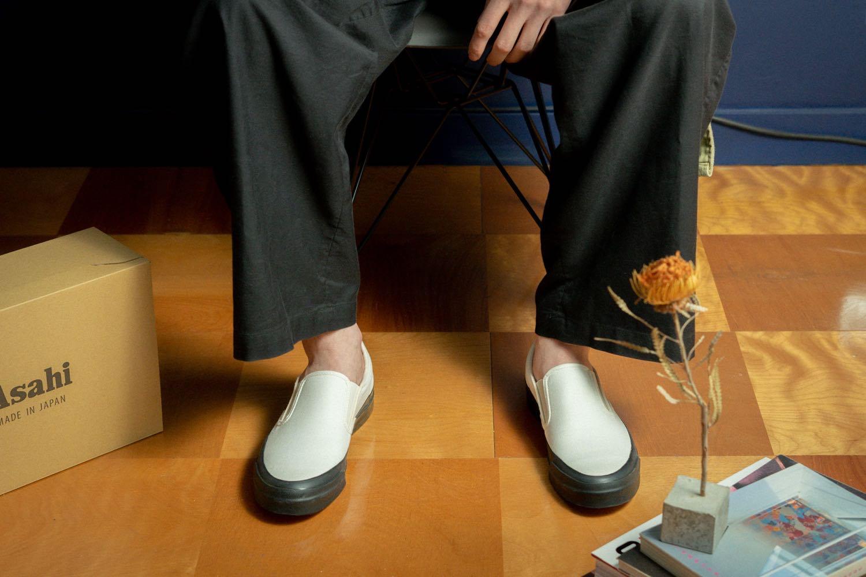「ASAHI DECK SLIP-ON M013」をベーシックに履く。