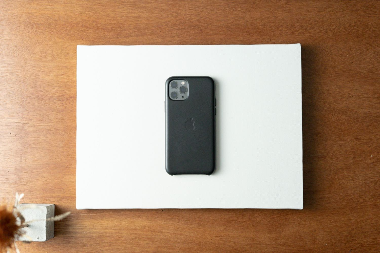 ブツ撮り用の「キャンバス」とiPhone