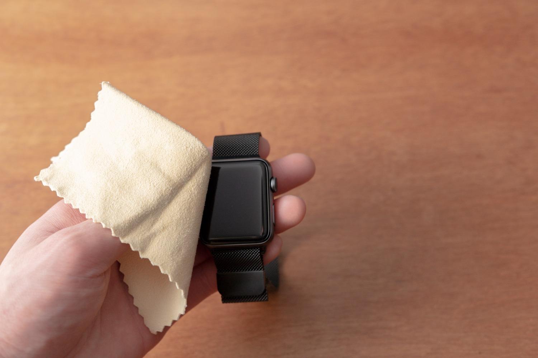 『中川政七商店-美容洗顔セーム革』でApple Watchをクリーニング。