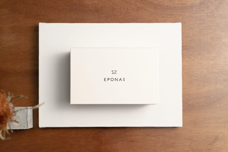 『EPONAS(エポナス) - Apple Watchシュリンクレザーバンド』のパッケージ。