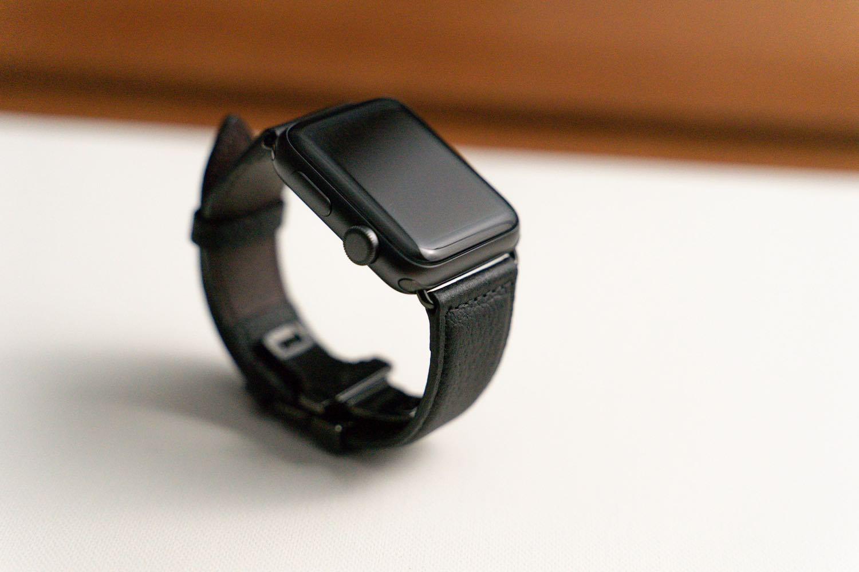『EPONAS(エポナス) - Apple Watchシュリンクレザーバンド』ベルジアンブラック。