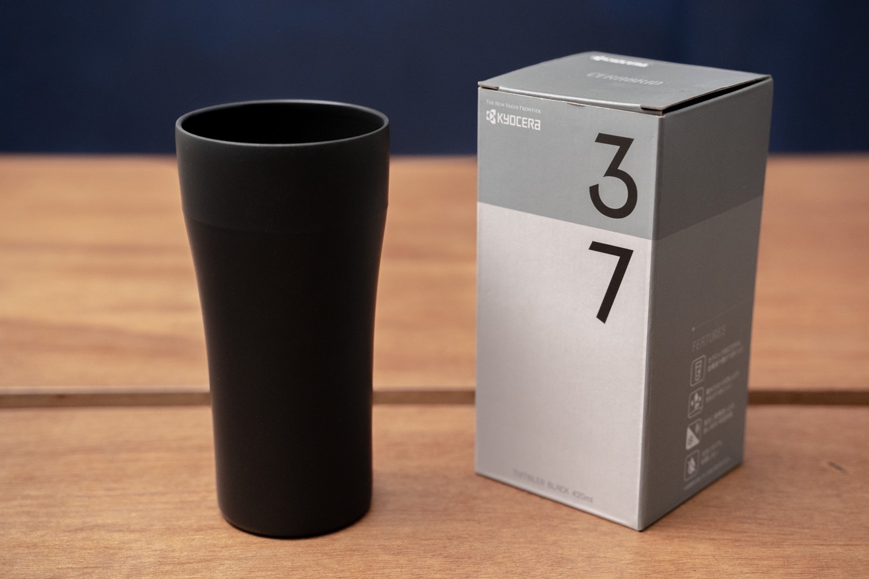『KYOCERA セラブリッドタンブラー』420mlの本体とパッケージ。