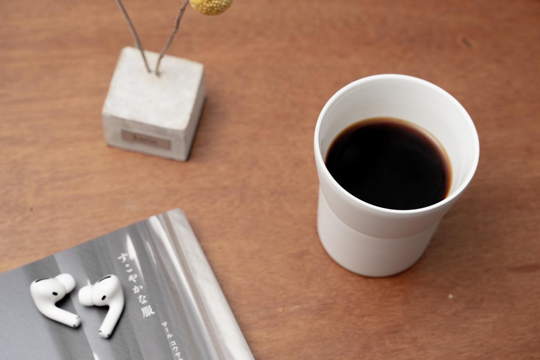 『KYOCERA セラブリッドタンブラー』にコーヒーを入れて。