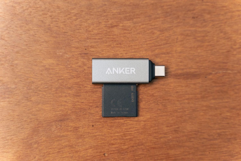 『Anker USB-C 2in1 カードリーダー』にSDカードをセット。