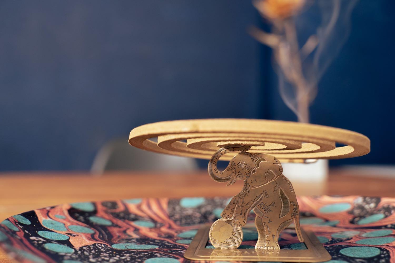 夏に華やぐ、蚊取り線香スタンド。『TAKIBI BAKERY 象の蚊遣器』